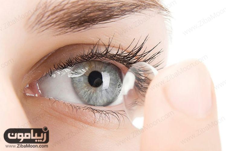 قرار دادن لنز در چشم