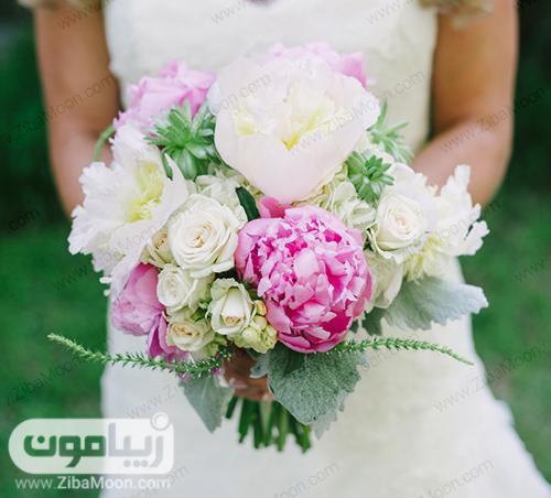 دسته گل عروس با گلهای صدتومانی بزرگ و خاص