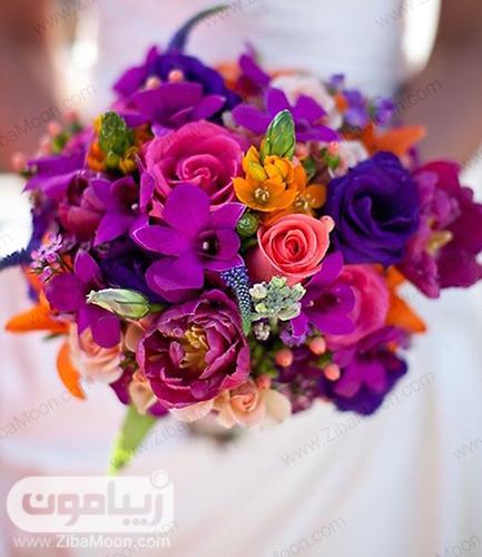 دسته گل عروس با گلهای بنفش تیره و نارنجی شیک و جدید