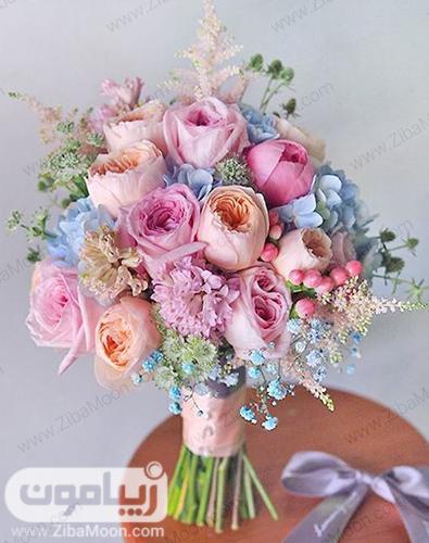 دسته گل عروس با گل رزهای زیبا در رنگهای پاستیلی و ملایم