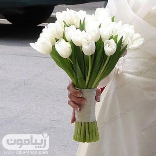 دسته گل عروس با گلهای لاله سفید