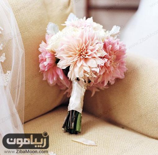 مدل دسته گل عروس با گلهای بزرگ به رنگ صورتی روشن