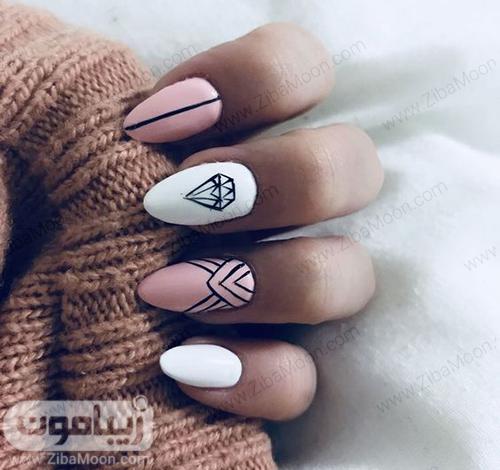 طراحی ناخن زیبا و هندسی با لاک سفید و صورتی روشن