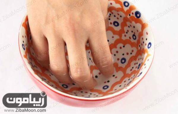 جدا کردن ناخن با آب گرم