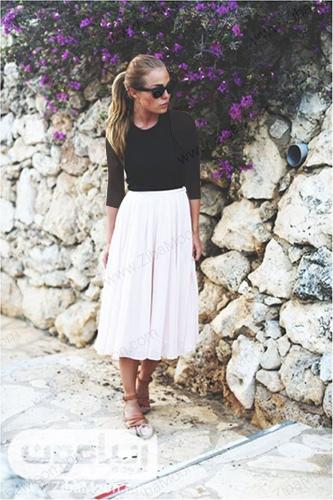 استایل تابستانی ساده با لباس مشکی و دامن سفید