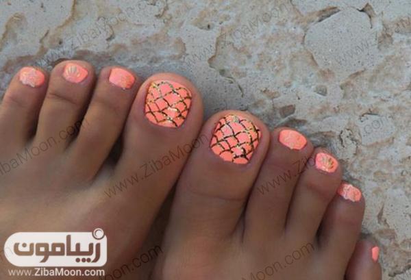 طراحی ناخن پا با لاک گلبهی برای تابستان