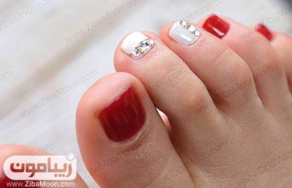 طراحی ناخن پا با لاک قرمز و سفید