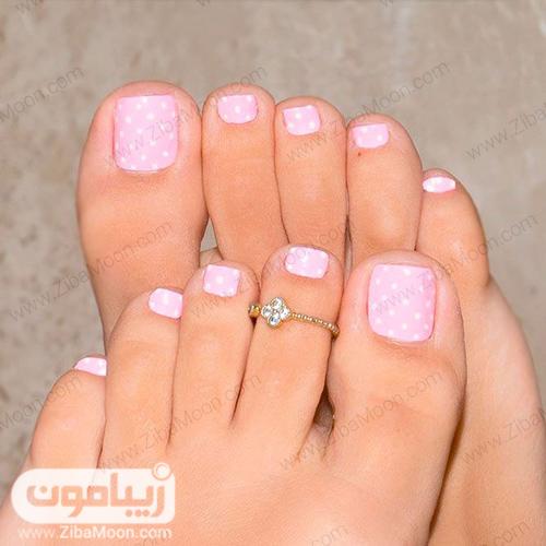 مدل طراحی خال خالی سفید و صورتی برای ناخن پا
