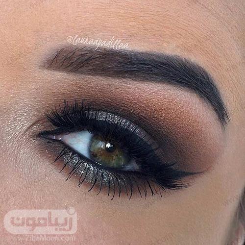 آرایش چشم سبز با سایه زغالی اسموکی