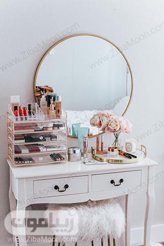 میز ارایش سفید با آینه گرد و لوازم آرایش مرتب