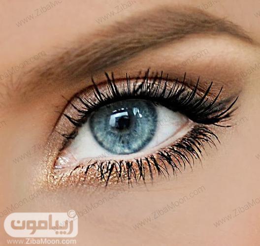 مدل آرایش چشم لایت با سایه طلایی و درخشان