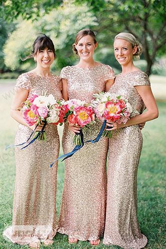 ساقدوش عروس با لباس لمه طلایی
