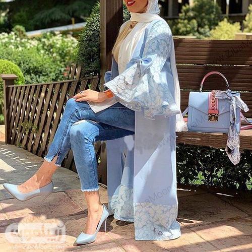 مدل مانتو بهاری بلند به رنگ آبی روشن و آستین چین دار گیپوری سفید