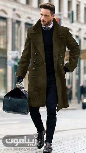 مدل استایل مردانه با پالتو زمستانی به رنگ سبز تیره