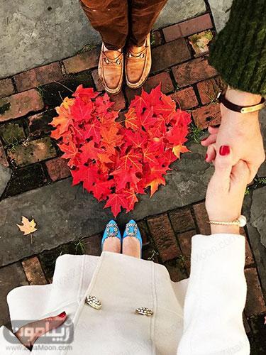 عکس عاشقانه دو نفره با برگهای پاییزی