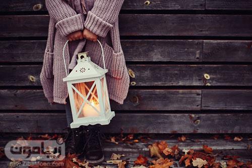 تصویر زمینه پاییزی زیبا با فانوس و دختر تنها