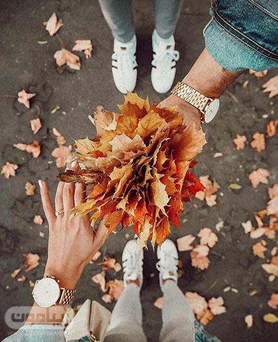 تصویر پروفایل عاشقانه با برگهای پاییزی