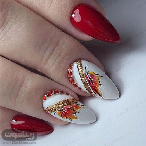 مدل ناخن پاییزی 99 با لاک قرمز و سفید و طرح برگ