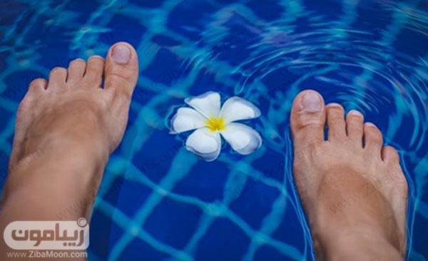 پاها در آب