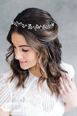 مدل مو باز عروس با موهای کوتاه و تاج ظریف و شیک
