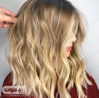 رنگ مو عسلی روی موهای متوسط و موج دار