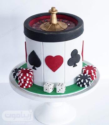 مدل کیک نولد پسرانه با طراحی جذاب بازی های ورقی با فوندانت