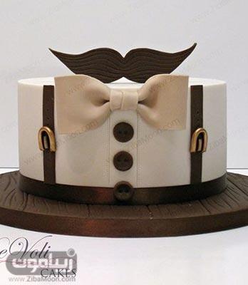 کیک تولد پسرانه شیک و جذاب به شکل لباس مردانه با پاپیون و سبیل