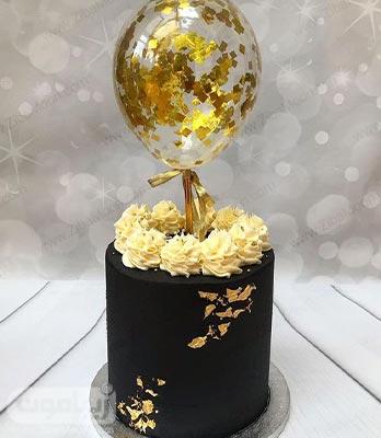 مدل کیک تولد پسرانه شیک و جذاب به رنگ مشکی با تزیین ورق طلا و بادکنک