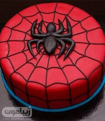 کیک تولد پسرانه فوندانتی به رنگ قرمز با تم مرد عنکبوتی