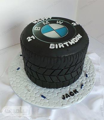 کیک تولد فوندانتی پسرانه به شکل لاستیک ماشین با لوگو BMW