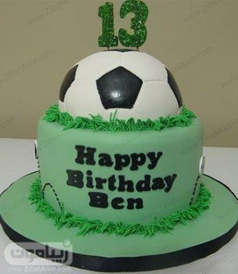 مدل کیک تولد فوتبالی سبز با توپ فوتبال در بالای کیک