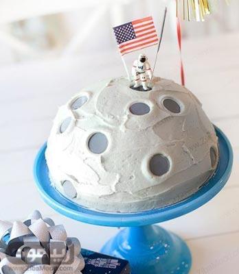 مدل کیک تولد پسرانه ساده با موضوع فضا و مریخ