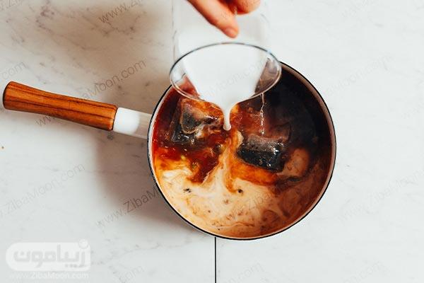 اضافه کردن شیر به ادویه ها