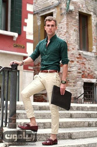 استایل جذاب و خاص مردانه با لباس سبز تیره و شلوار کرمی