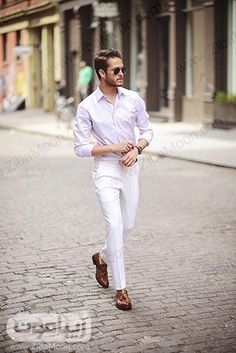 تیپ تابستانی مردانه با لباس و شلوار روشن و سفید و کفش قهوه ای