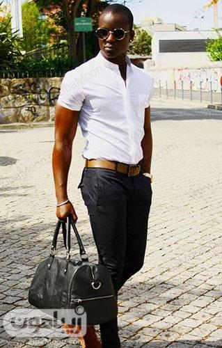 مدل استایل پسزرانه شیک و جذاب با لباس سفید آستین کوتاه شلوار سورمه ای کفش و کمربند قهوه ای