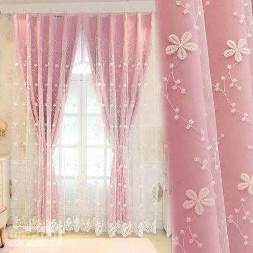 پرده حریری با گل ریز و زیر پرده صورتی برای اتاق خواب
