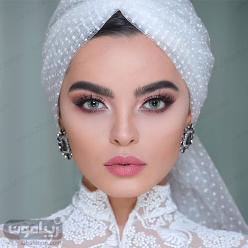 مدل آرایش عروس زیبا و جدید با رژلب و سایه چشم صورتی و لنز سبز