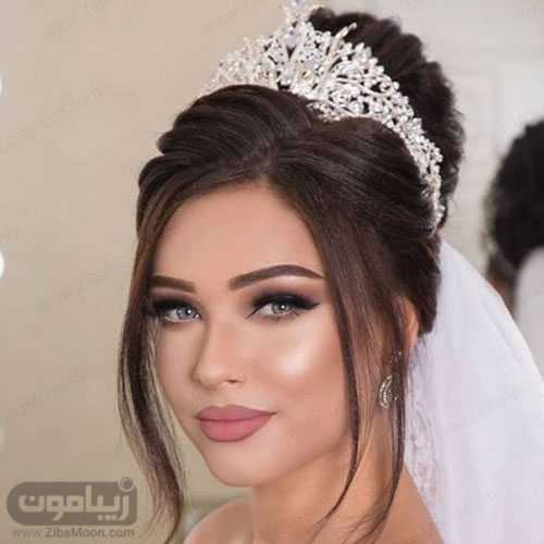 مدل آرایش عروس با لنز آبی و شینیون جذاب