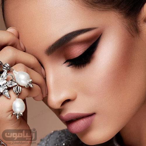 مدل آرایش عروس جذاب با آرایش خیره کننده و خاص