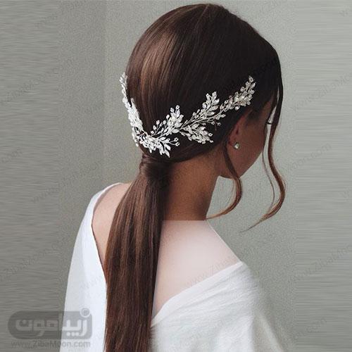 مدل مو باز مجلسی برای موهای صاف با اکسسوری کریستالی زیبا