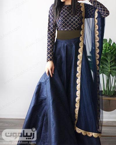 لباس هندی خاص با نیم تنه استین بلند و دامن به رنگ سورمه ای و ساری حریری سورمه ای  طلایی