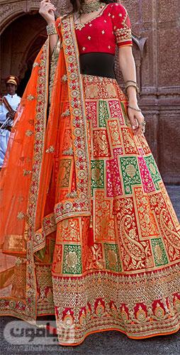 لباس هندی رنگارنگ و شاد با ساری نارنجی گلدوزی شده