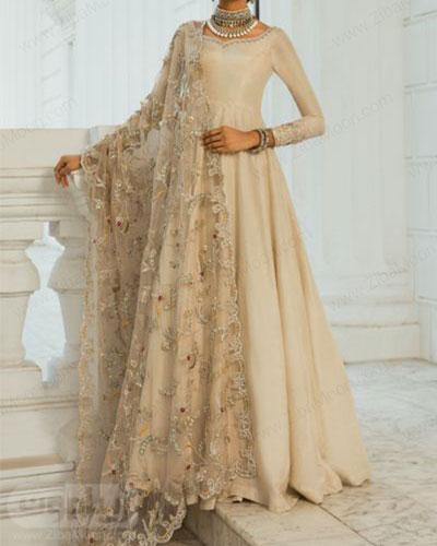 لباس هندی مجلسی دخترانه به رنگ شیری و ساری گیپوری