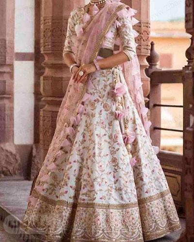 لباس هندی مجلسی زیبا به رنگ سفید با گلدوزیهای ظریف و زیبا