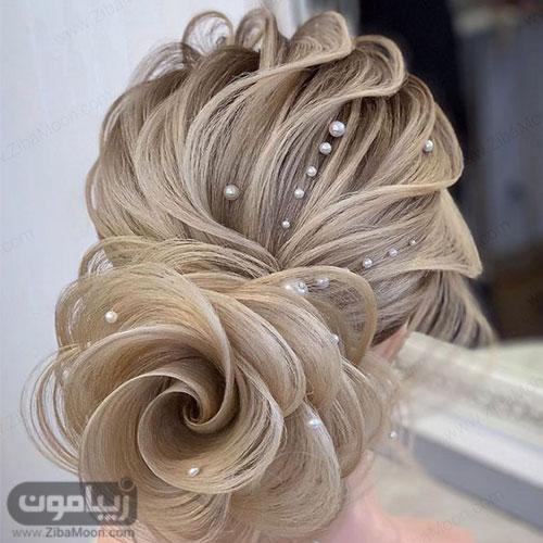 مدل شینیون مو خطی به شگل گل در پایین سر