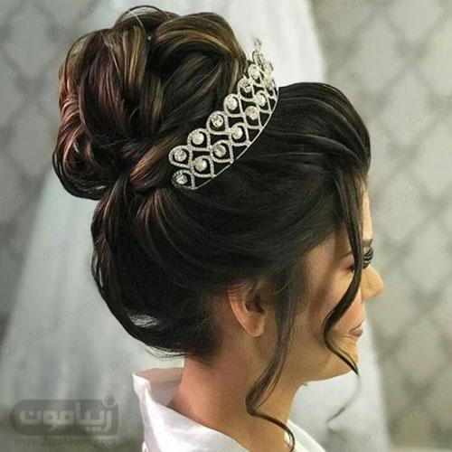مدل شینیون پرحجم برای عروس با تاح زیبا