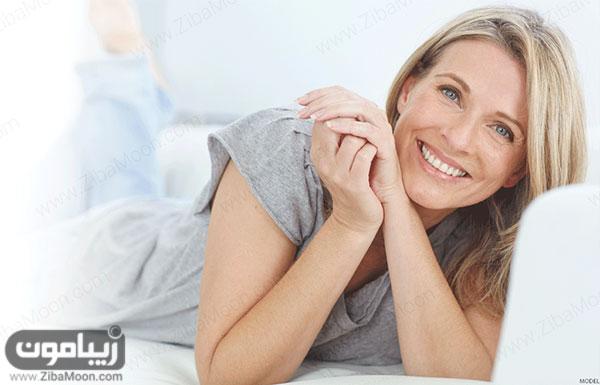 زن خندان
