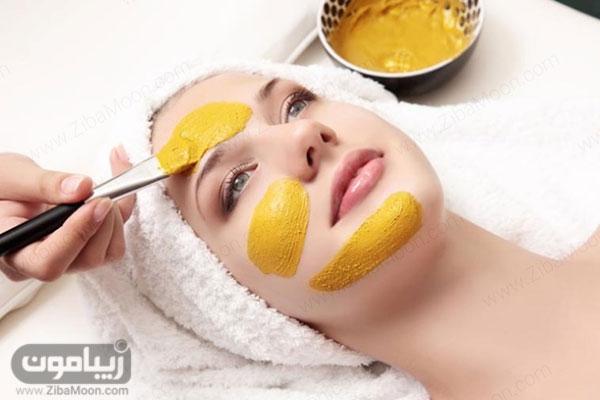 ماسک صورت سفید کننده با زردچوبه و ارد ذرت